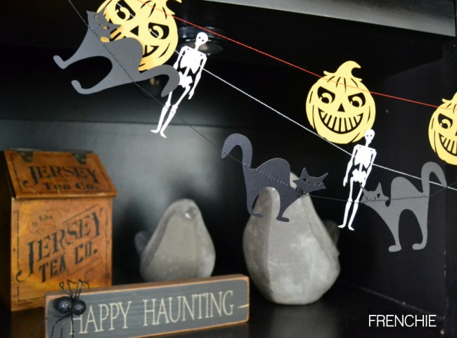 Easy Halloween Garland by frenchiewraps.com | Mabey She Made It |#halloween #garland