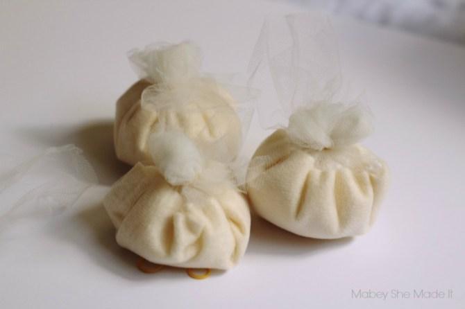 No Sew Felt Pumpkin Garland | Mabey She Made It | #pumpkin #fall #autumn #falldecor #garland #nosew