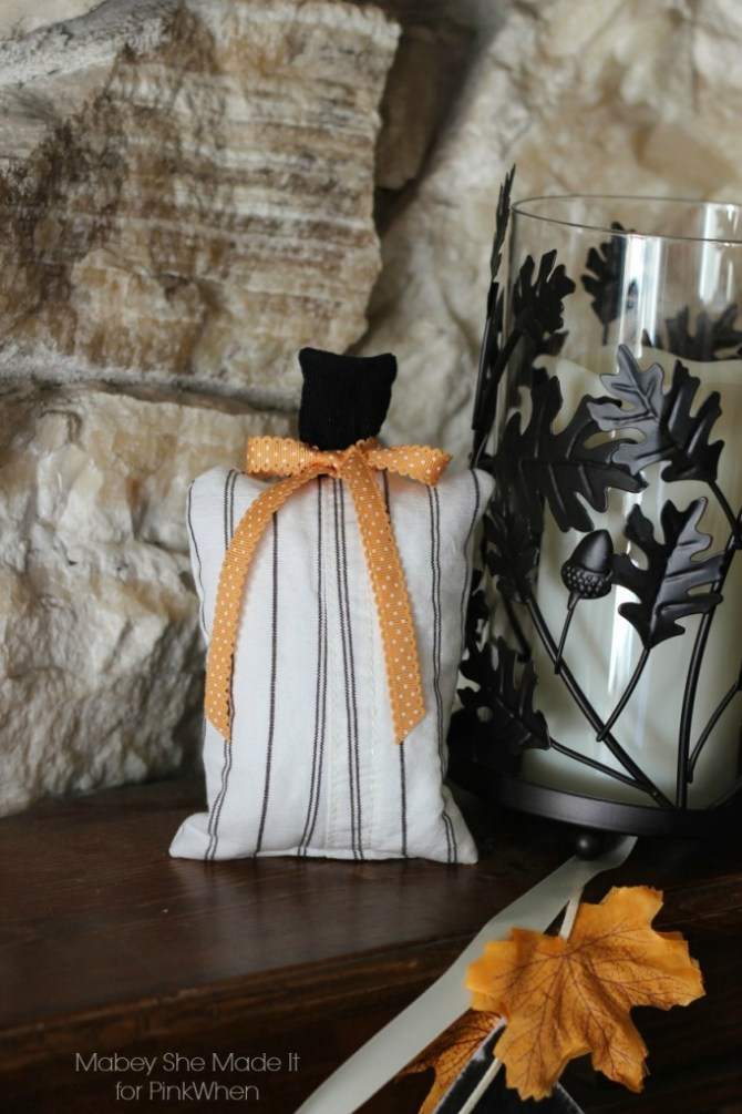 15-minute Scrap Buster Pumpkins | Mabey She Made It for PinkWhen | #pumpkin #falldecor #fall #autumn #autumndecor #sewing