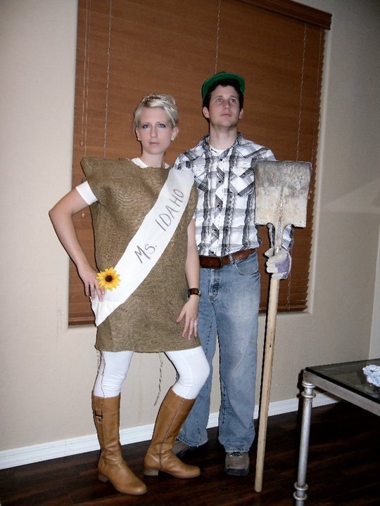 Idaho Farmer and Miss Idaho Halloween Costume | Mabey She made It | #halloween #costume