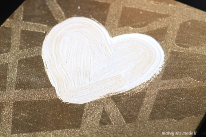 Love Canvas with Feathered Heart | Mabey She Made It | #heart #christmas #valentine #heart #feathers