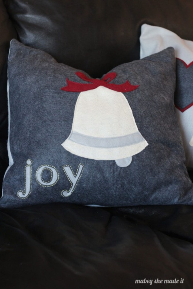 How to Make Christmas Pillow Shams | Mabey She Made It | #christmas #pillowsham #homedecor #pillow
