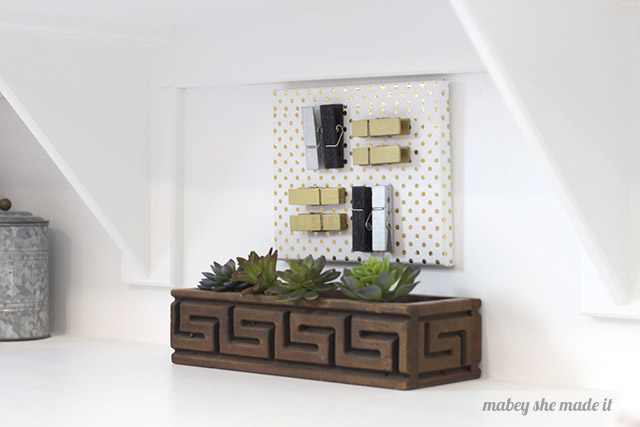 Super easy laundry room clothespin art tutorial.