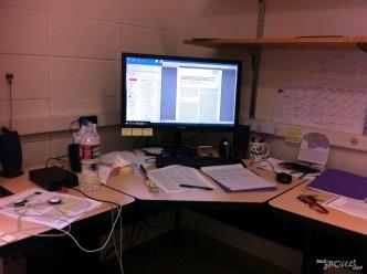 Pour ne pas trop changer mes habitudes, mon bureau est très bien rangé.