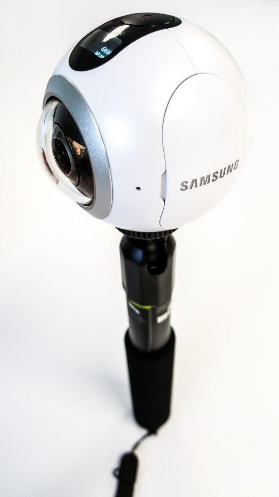 Samsung Gear 360 in Selfie Stick