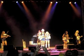 1. Act am Freitagabend mit den Country Sisters/CZ
