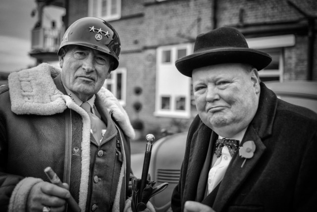 Discussing the D-Day landings (Leica)