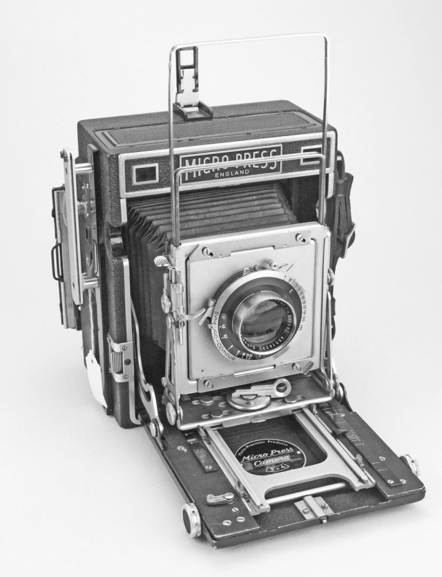 [Fig.13]MPP Micropress Camera with Xenar f/4.5 150mm lens and spring back for 5x4 plates, introduced in 1951.