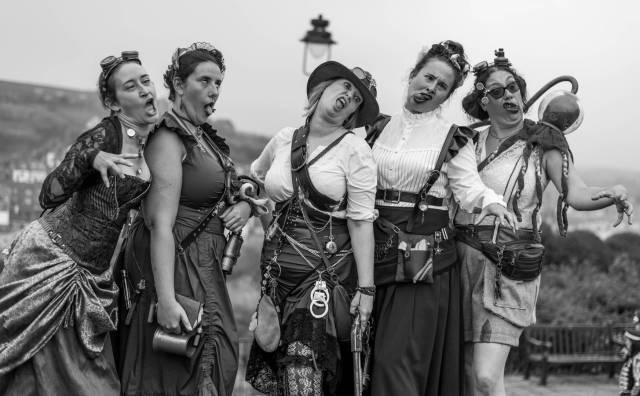 Zombie-faced Steampunkettes