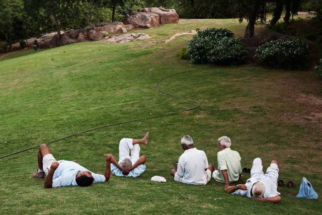 Old timers relax on the lawns near Metcalfe's Folly in Mehrauli Archaeological Park. Can't quite say what drew me to this scene but it was a darn sight more interesting than Metcalfe's Folly.