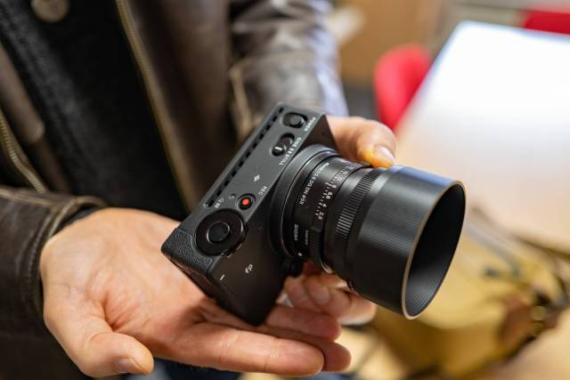 The Sigma fp is the world's smallest and lightest full-frame mirrorless camera and perfectly complements the 45mm f/2.8 Contemporary lens. All it lacks is a viewfinder, but it is so small that we'll overlook that.