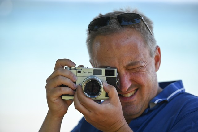 Getting down to the research: Jörg-Peter gets to grips with the Zeiss Ikon.