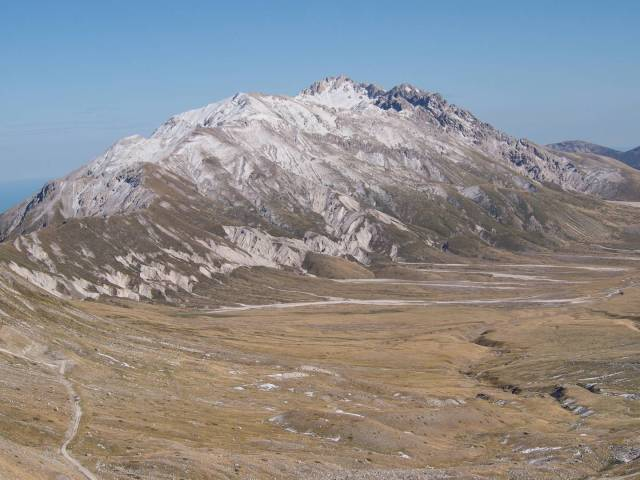 Campo Imperatore and the group of mounts Prena and Camicia