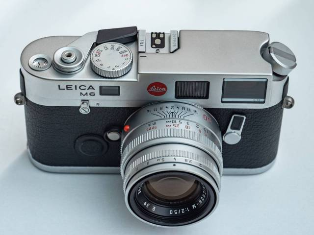 The author's mint-condition Leica M6 TTL bought at the Bievres photo fair in 2015, seen here with contemporary silver 50mm Summicron. Have prices of used cameras now risen to the point where it would be worth Leica's while to reintroduce the M6?
