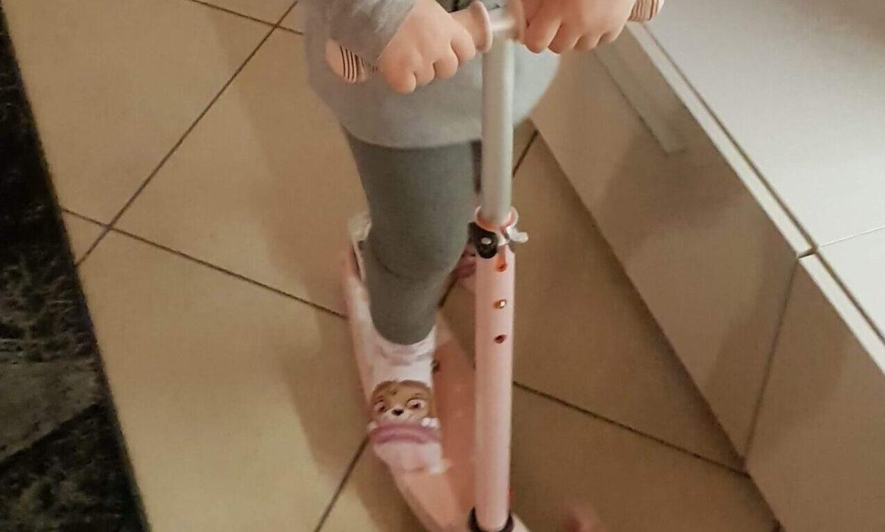 monopattino a 3 ruote con led per bambina