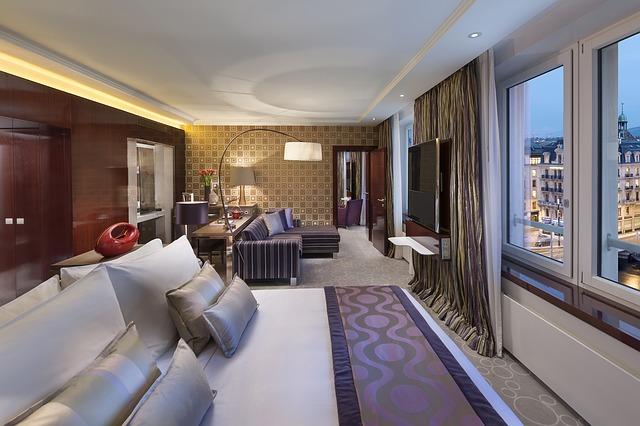 hotel-595121_640