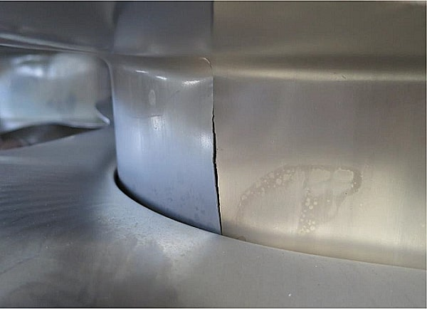 rupture of the stainless steel