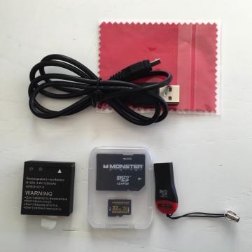Batteria, adattatori per micro SD card e pure straccetto per la pulizia