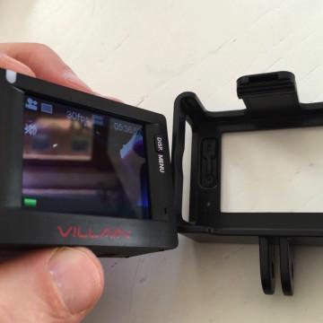 """L'accessorio """"Open Frame"""" permette di usare la Action Cam """"nuda"""" sia in casa che in auto"""