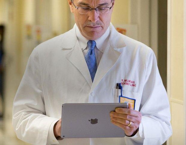 Medico con iPad