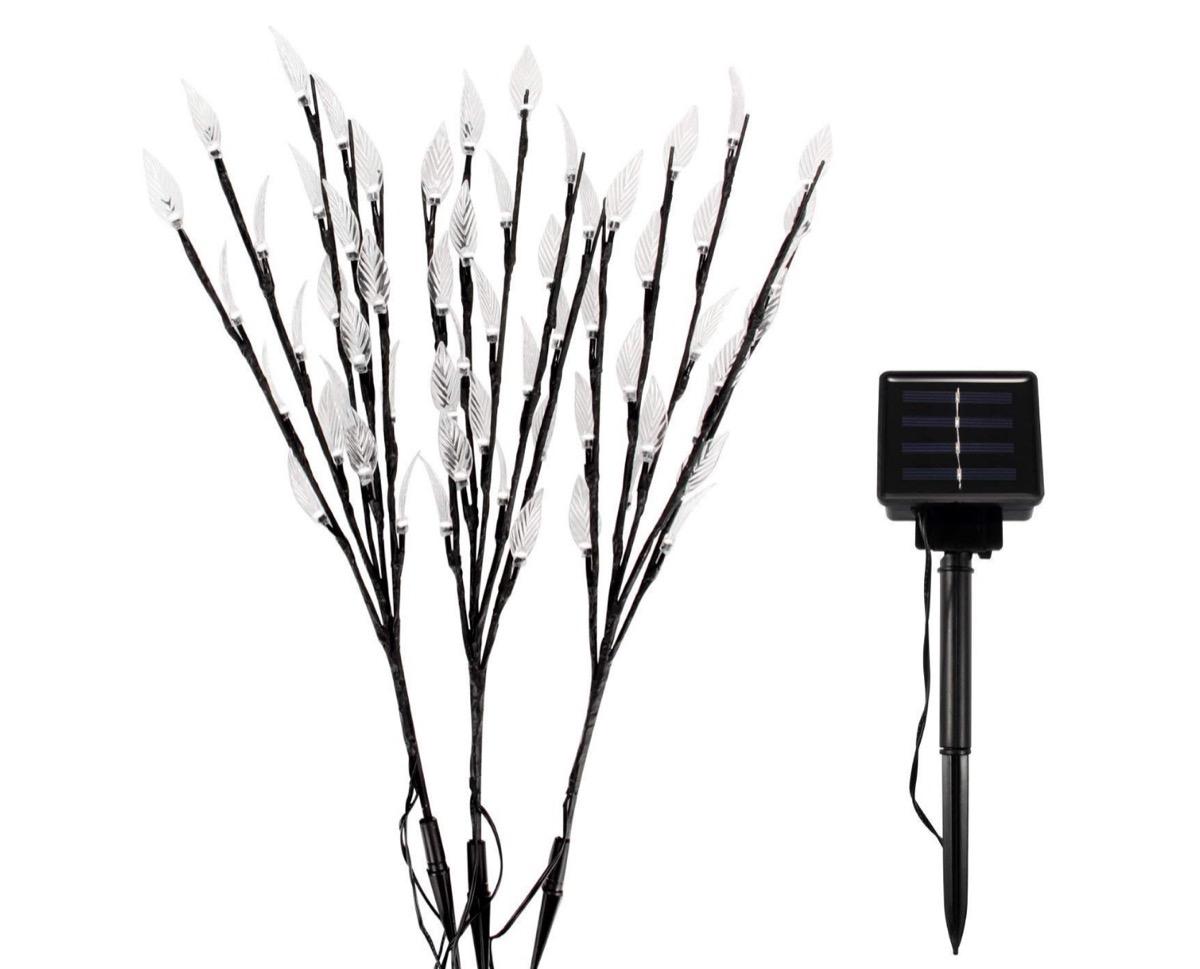 Arbusti LED da giardino con ricarica solare: tre a 9,89 euro