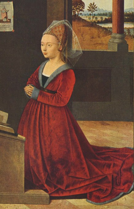 Fur-trimmed Burgundian gown of mid-15th century has a V-neck that displays the black kirtle and a band of the chemise. Hair is pulled back in an embroidered hennin and covered by a short veil. ca. 1455.