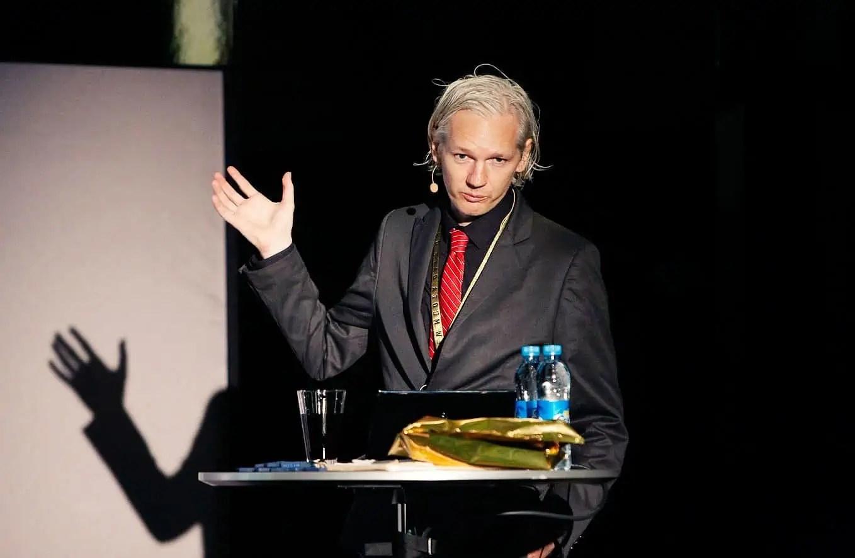 julian-assange-wikileaks-e1489796558396