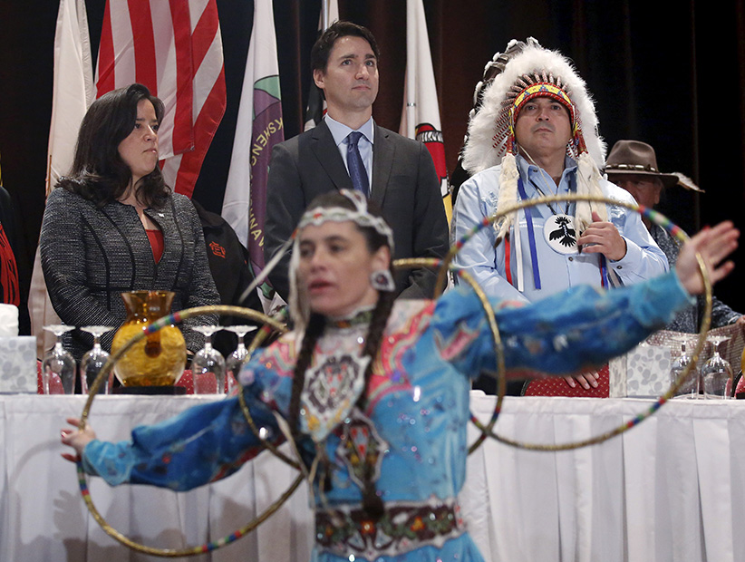 Canada's Prime Minister Justin Trudeau (C) stands with Justice Minister Jody Wilson-Raybould (L) and Assembly of First Nations National Chief Perry Bellegarde during an opening ceremony at the Assembly of First Nations Special Chiefs Assembly in Gatineau, Canada, December 8, 2015. (Chris Wattie/Reuters)