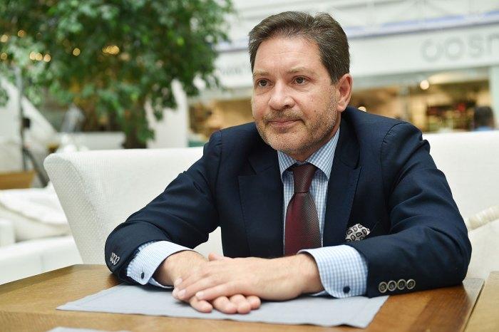 Ныне Андрей Безруков— профессор МГИМО, ведущий политолог, эксперт дискуссионного клуба «Валдай», член Совета по внешней и оборонной политике и член Попечительского совета ДОСААФ