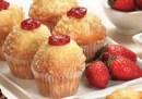 Muffin de vainilla relleno con frutilla