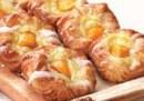 Danish rellena con pastelera y durazno