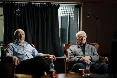 Ternovszky Béla (rendező) és Nepp József (író és hangrendező) a Macskafogó rendezői kommentár felvételén.