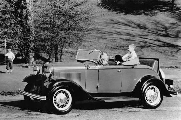 1932 Ford Deluxe Roadster golf course