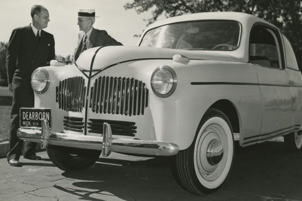 Ford soybean car with Henry Ford in straw hat