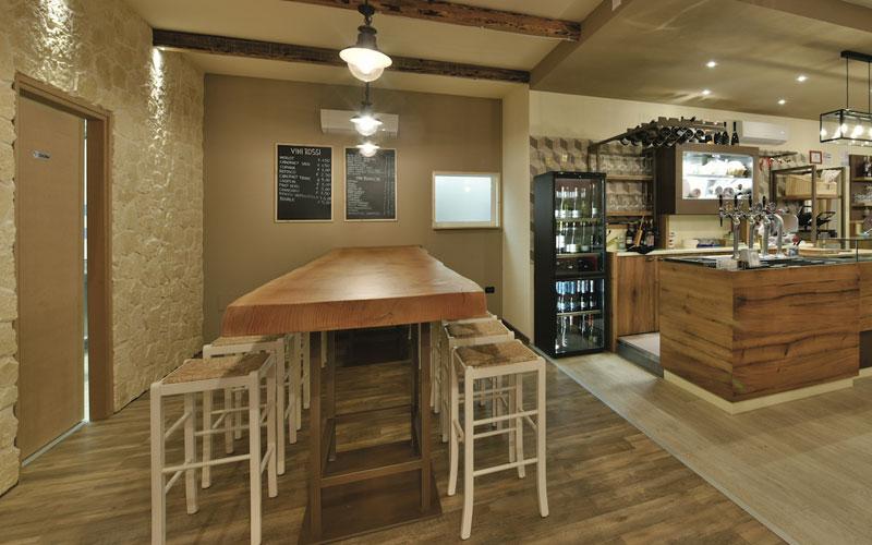 Cambiando colore, le luci consentono di soddisfare le richieste del. Arredamento Bar Moderno Legno Arredo Bar Maculan