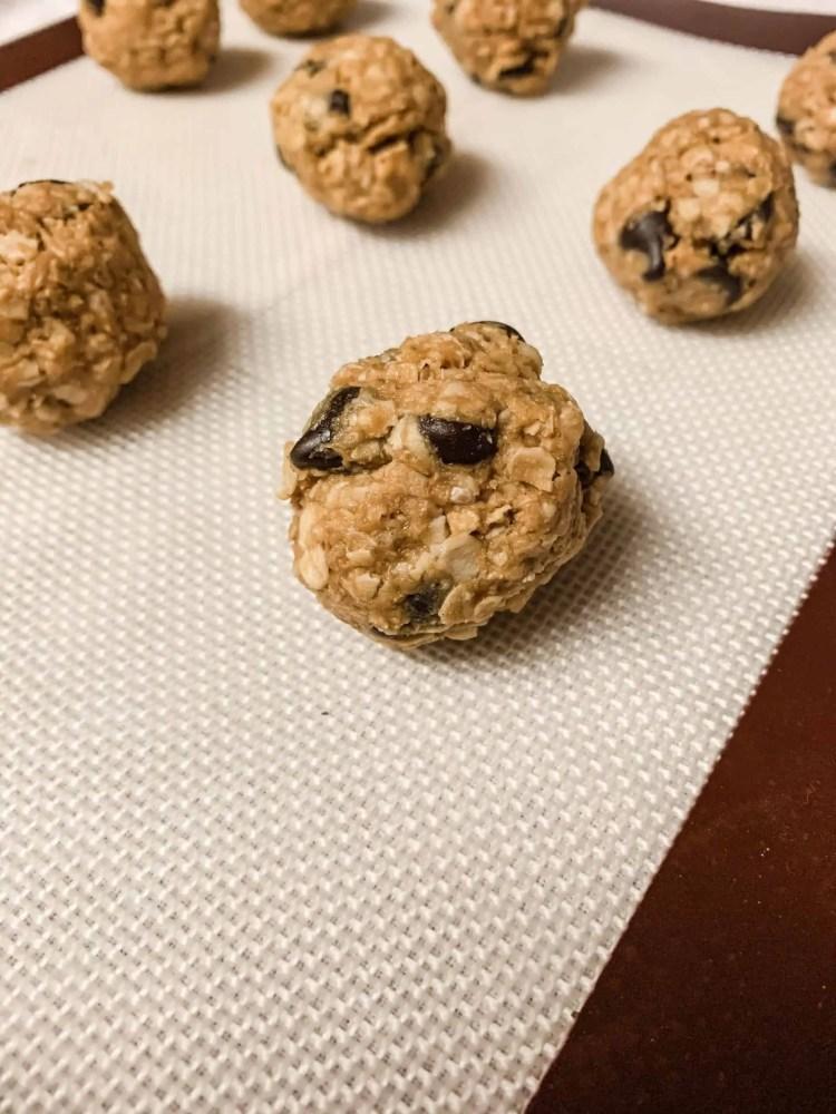 No-Bake Peanut Butter Chocolate Chip Oatmeal Energy Bites