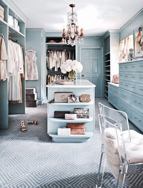 Οργανωμένη ντουλάπα: 5 pro tips από την closet designer της Khloé Kardashian
