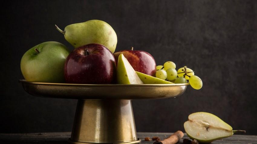 Στρούντελ με φθινοπωρινά φρούτα και σταφίδες