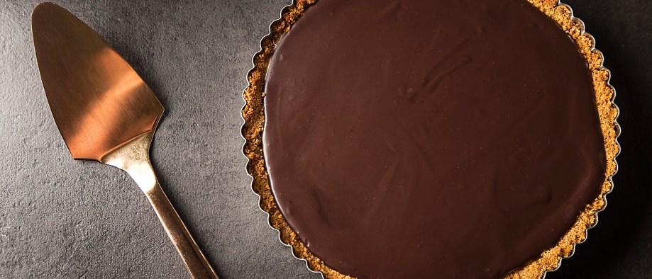 Τάρτα σοκολάτας με φυστικοβούτυρο και καραμέλα