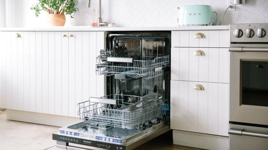 15 πράγματα που μπορείς να πλύνεις στο πλυντήριο πιάτων