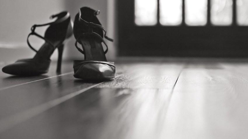 Είναι σωστό να ζητάμε από τους επισκέπτες να βγάζουν τα παπούτσια τους;