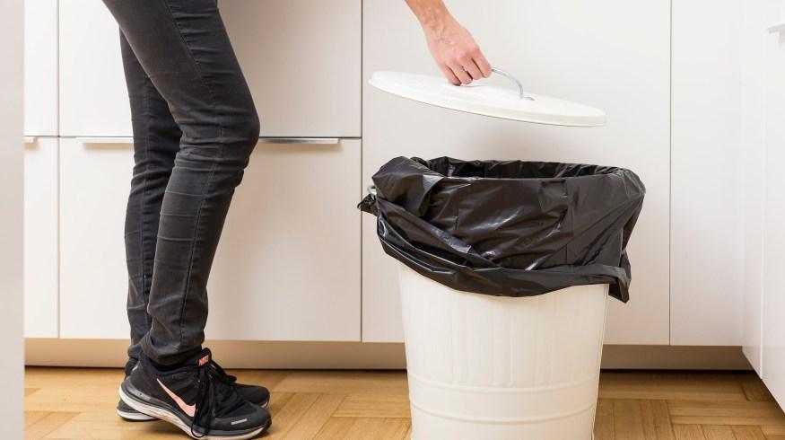 Μυρίζει ο κάδος των σκουπιδιών σας; Έχουμε τη λύση…