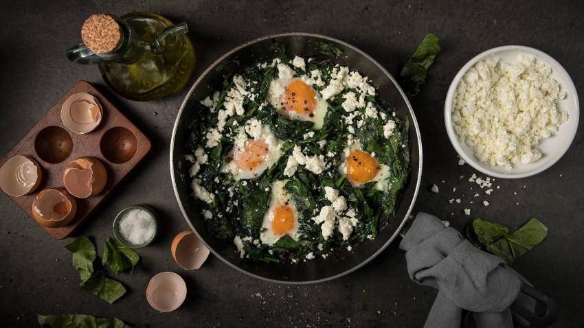 Πρωινό κάτω των 5€: Αυγά με σπανάκι και φέτα