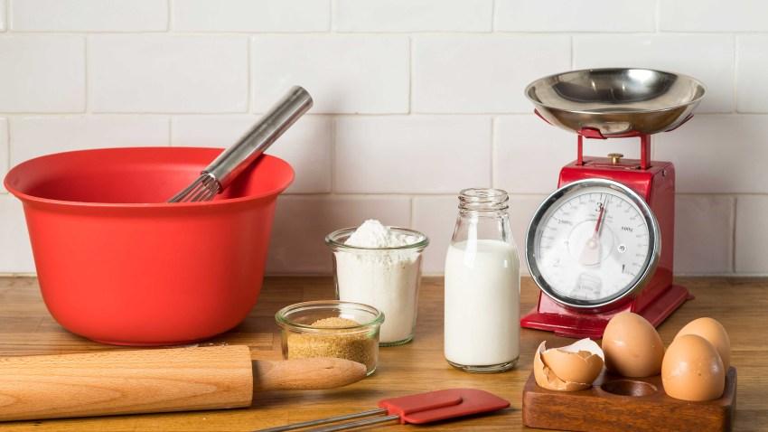 Baking 101: 12 απαραίτητα εργαλεία για ζαχαροπλαστική χωρίς μίξερ