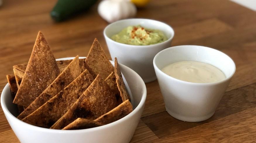 Σπιτικά nachos με 2 υπέροχα vegan dips