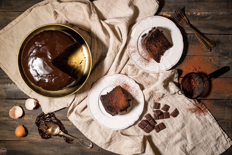 Αφράτο κέικ σοκολάτας με γλάσο, χωρίς μίξερ