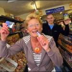 Cuidado con cantar en el supermercado en Inglaterra: Te pueden amenazar con una demanda
