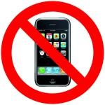 Diez mil empleados de Microsoft usan un iPhone en secreto y con miedo