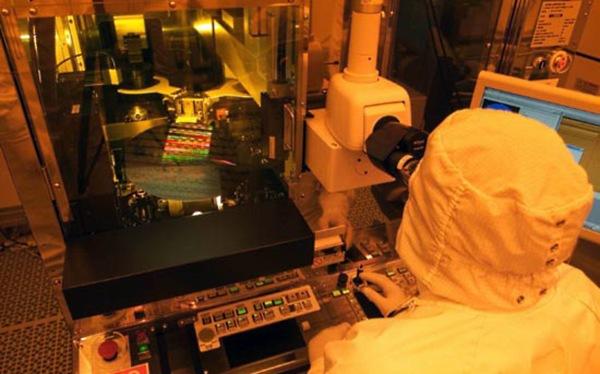 Intel abre sus fábricas a selectos clientes para manufactura de chips