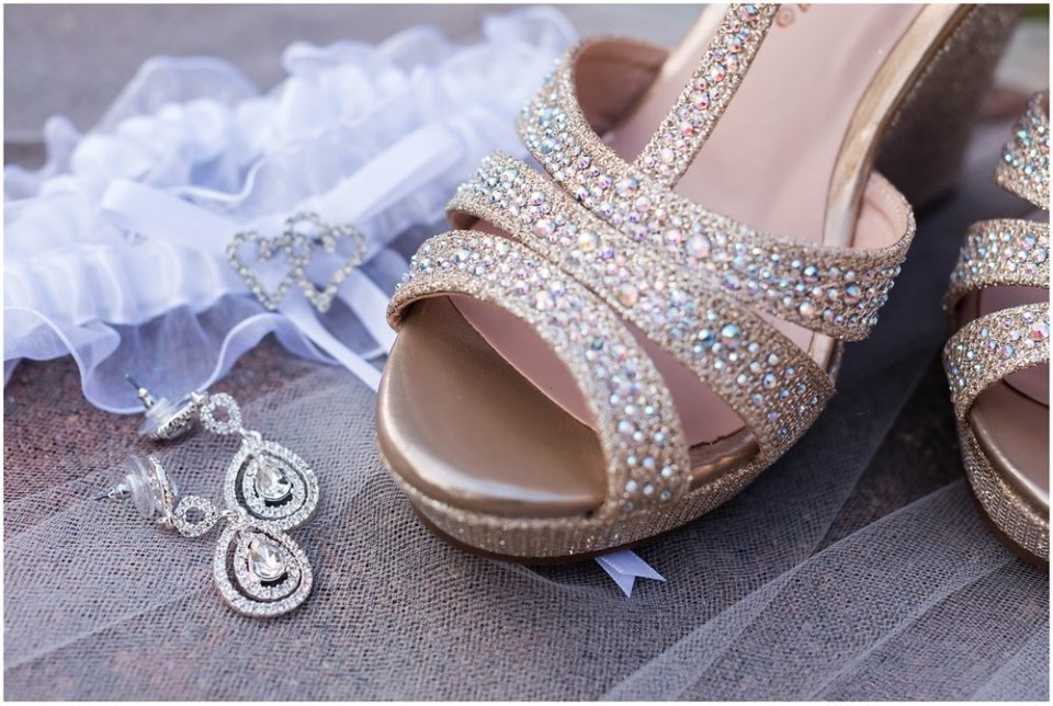 Bride diamond earrings and wedding details | Maddie Peschong Photography